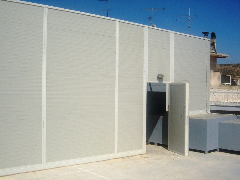 Large noise barrier with door