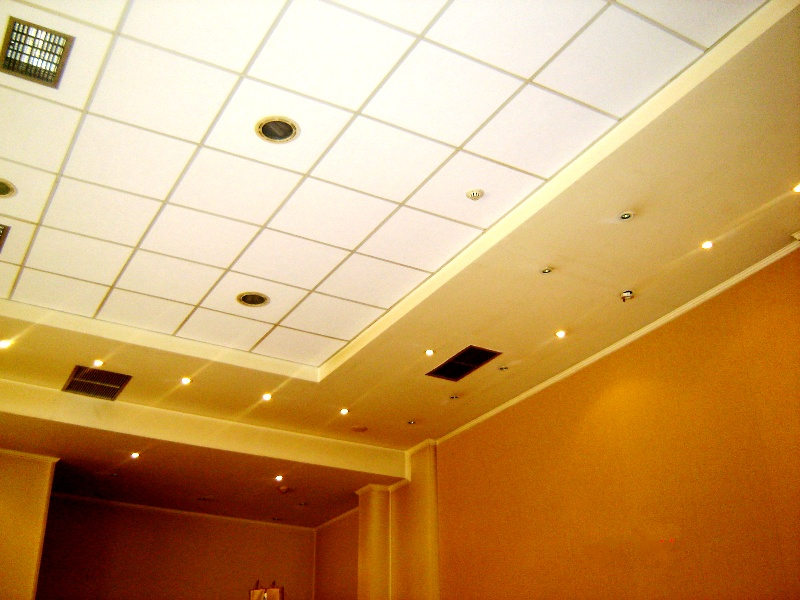 Walls and ceiling acoustic treatment