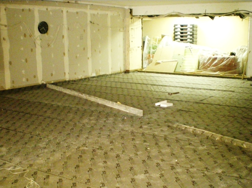 Floating floor underlayment and noise insulating plasterboard: Construction phase
